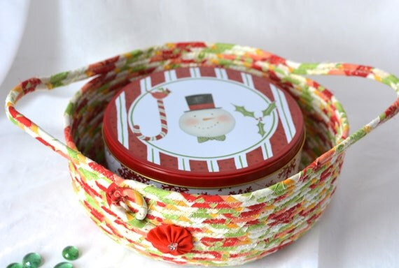 Christmas Quilted Bowl, Homemade Christmas Gift Basket, Holiday Decoration,  Holiday Artisan Cookie Caddy, Handmade Coiled Basket