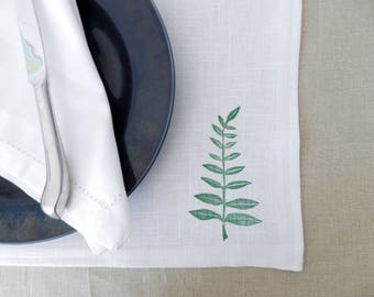 Placemats Fern Print. Sunmer Table Linens. Table Settings. Natural Kitchen and Dining Decor. Neutral Table Linens. White Table Decor.