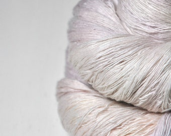 Blueberry vanilla ice cream -  Merino/Cashmere Fine Lace Yarn