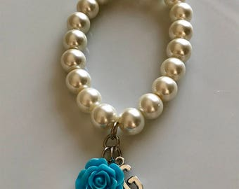 Ivory pearl bracelet with letter and blue rose, initial bracelet, personalized jewelry, bridal bracelet, bridesmaids bracelet