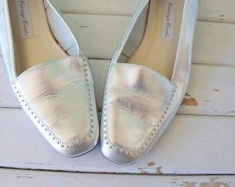 1980s SILVER LEATHER Flats..size 8 womens....flats. librarian. silver flats. classic. shimmer. wedding. retro. mod. carriage court. loafers