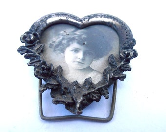 Victorian Heart Shape Picture Frame Victorian Chic Silver Tone Pewter Like Small Cupid Black White Pic Photography Foto Little Girl Curls