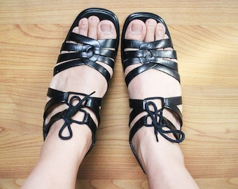 SX 8.5 M Vintage 90s Black Leather Strappy Laced Sandals