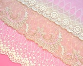 Pink Ivory Lace Grab Bag, Shabby Chic Pink and Beige Lace Trim, Bridal Accessories Lace, Dolls, Crazy Quilting, Upcycling, Lace Crafts