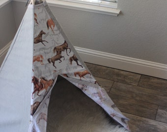 Ready to Ship!!!! Hayley 5 sided floral White and pink ombre lace mini teepee with oak stained wooden polls