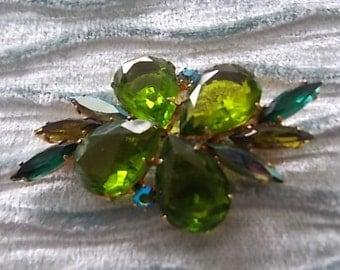 Vintage Green Glass Flower Brooch - LOVELY