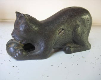 Vintage A C Williams Cast Iron Cat with Ball Bank