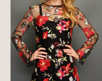 Floral lace mini dress with separate lining