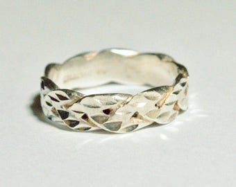 SALE Vintage Sterling Silver Ring Etched Band Wavy Modern Size 9