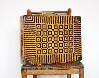 Vintage Woven Straw Two Tone Handbag Case Abstract Geometric Pattern Tan & Dark Brown Wicker Hard Frame Suitcase