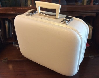 vintage luggage ... overnight SUITCASE TRAINCASE Retro-road trip luv ...