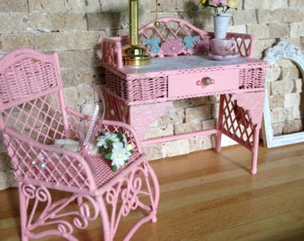 Dollhouse Miniature Shabby Chic Pink Metal Iron Work Writing Desk with Matching Chair and Working Wireless Bankers Lamp