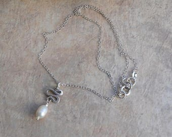 Sterling Silver Minimalist Ivory White Freshwater Pearl Pendant Silver Squiggle Chain Necklace