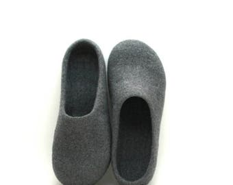 Unisex felt slippers - Felted wool grey slippers - handmade wool clogs - made to order -  Father day gift - unisex slippers - house shoes