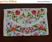 HOLIDAY SALE Vintage White Embroidered Purse - Small White Satin Cloth Clutch purse - Birds and Floral Embroidery
