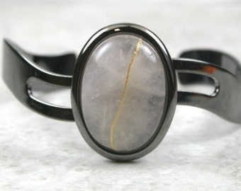 Kintsugi (kintsukuroi) cuff bracelet with rose quartz stone cabochon with gold repair in a gunmetal black plated setting - OOAK