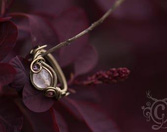 Bague T51 quartz rose tourmaline améthyste . Glyphe des sentiers silencieux .