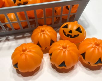 6 small plastic Pumpkins, 45 mm (HR72)