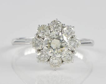 Magnificent 3.20 Ct diamond vintage daisy cluster ring