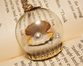 Seashell Globe Necklace