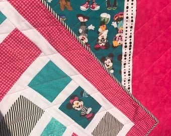 Retro Minnie Mouse baby quilt