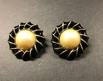 Vintage earrings , Wedding earrings , clip on earrings , Everyday earrings , Fuax Pearl earrings ,