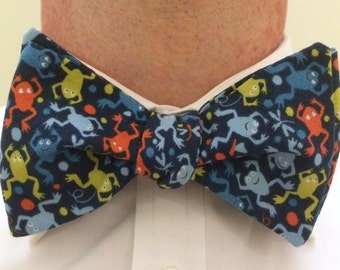 Lots o' Frogs Bow Tie