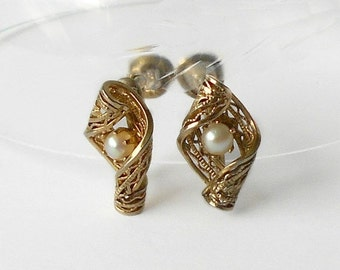 ON SALE Vintage Earrings Gold Filled Screw on back Curled Scrolling Filligree