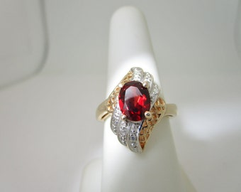 Intricately Detailed VINTAGE 10K Solid Gold 1.50 ct  GARNET & Natural DIAMOND Ring  Size 7 R262