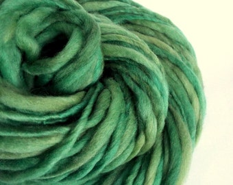 Chunky green handspun yarn,Thick and Thin yarn, green , knitting yarn, chunky merino knitting wool, big knitting wool