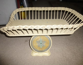 Lovely antique 30 Lb Baby Scale - 1940's - great condition  - Cream color with charming baby graphics - usable or for decor - no rust