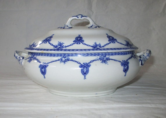 Keeling Losol Ware KINGSTON Gravy / Sauce Bowl with Lid and Handles, Deep Blue and White (c. 1910s)