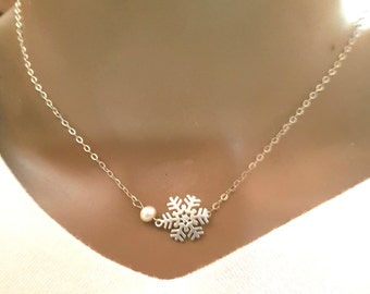 snowflake necklace,frozen snowflake charm  winter jewelry,charm necklace,sister,mother's day gift,gift for mom,christmas gift