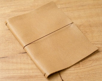 Handmade Leather Traveler's Notebook, Midori style in A5 size - Sand