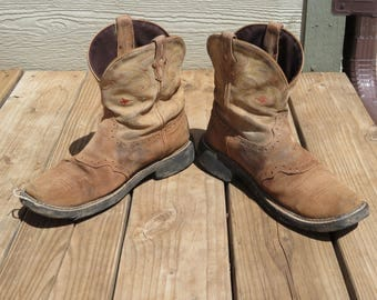 Worn-out cowboy boots for crafting birdhouses,planters,rustic decor,country,cowboy,ranch