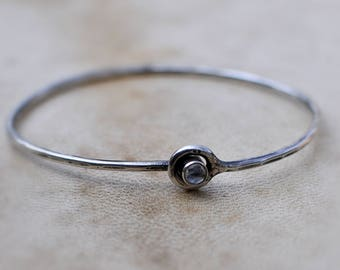 Sterling silver bracelet - with closure - Moonstone - Gemstone jewelry - Delicate - Modern Minimalist - Bracelets - Bangles - MARIAELA