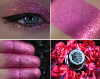 Eyeshadow: Tiny Cowberry Dragon Defender - Dragonblood. Cranberry-pink-gold eyeshadow by SIGIL inspired.