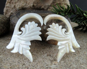 One pair of  2G  Hand carved  Mother of pearl ,  Wedding gauges, Organic ,  Body Jewelry L2266