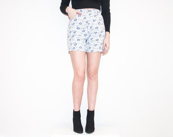 on sale - 80s high waist floral jean shorts / white & blue denim bermudas / size 25