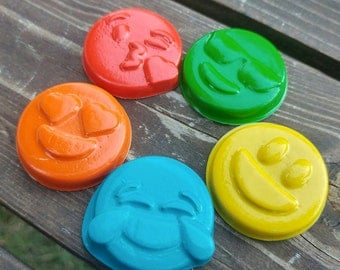 Emoji Crayons Set of 10 - Emoticon Crayons - Party Favors
