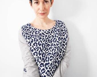 Sportswear blue leopard pattern sweater and light gray jersey sweater