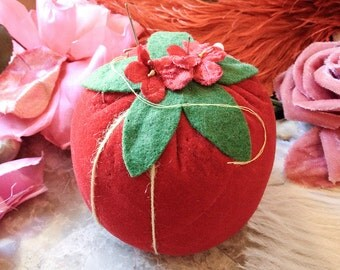Vintage tomato stuffed pincushion red velveteen fruit veggie berry velvet sewing notion pin cushion