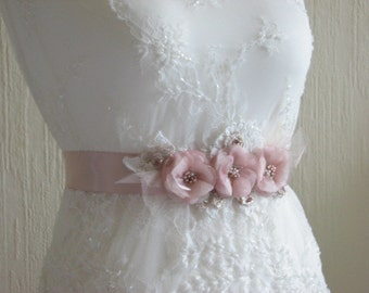 Wedding sash Blush wedding sash Blush dress Wedding blush sash Rose gold sash Lace sash Rose gold sash Rose gold flowers Ivory lace sash