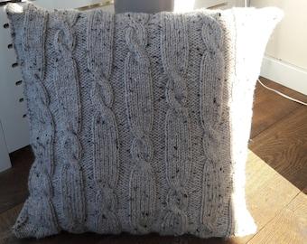 Knitted cushion beige 3