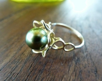Green Flash Tahitian Pearl Ring - green, gold, blue, black glowing 9mm genuine ocean gem set in a 14kt yellow gold flower ring - exquisite!