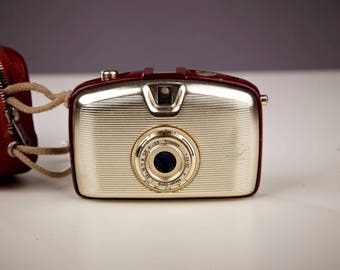 Vintage Hhalf-Frame Camera Penti I. Welta Penti.Penti Golden and Red.