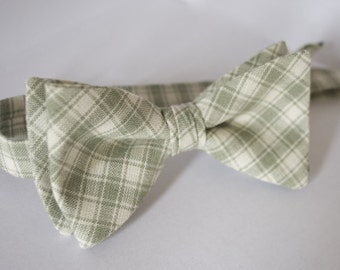 Sage green plaid bow tie/sage green plaid tie/sage green weddings/sage green tie for men