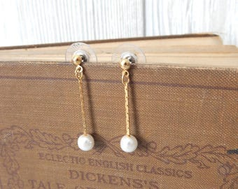 to the last drop | Vintage 80s 90s Gold Tone & Faux Pearl Dainty Dangle Drop Earrings // for pierced ears