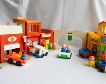 Vintage FISHER PRICE Play Family Village | Vintage 1970s / #997