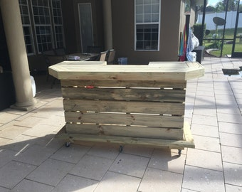 The Elyse - 6' Pallet style outdoor or indoor patio bar with U shaped top